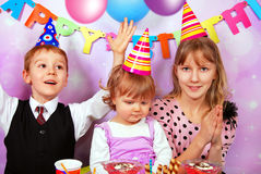Crianças na festa de anos Imagem de Stock Royalty Free