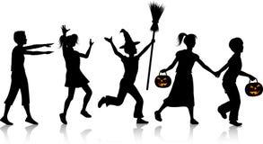 Crianças na noite de Halloween Imagens de Stock Royalty Free