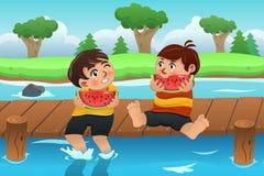 Crianças que comem a melancia Fotos de Stock Royalty Free