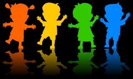 Crianças que dançam silhuetas Imagens de Stock