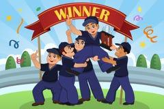 Crianças que levantam acima do troféu Fotos de Stock Royalty Free