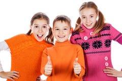 Crianças que mostram o sinal aprovado Fotografia de Stock