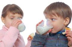 Crianças que têm o almoço Imagens de Stock