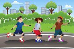 Crianças Rollerblading exterior Foto de Stock