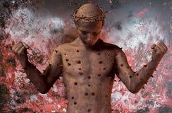Criatura surrealista con la corona de espinas Imagenes de archivo