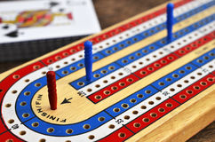 Cribbage board and playing cards Royalty Free Stock Photos