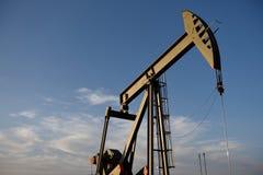 Cric de pompe de site de puits de production de pétrole brut dans le schiste de Niobrara du Wyoming photo libre de droits