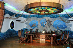 Cricova,摩尔多瓦 酒采样大厅在地下葡萄酒库里 库存图片