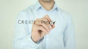 Crie o produto que os povos amam, escrevendo na tela transparente video estoque