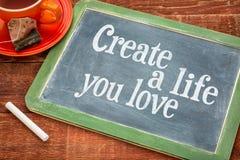 Crie a vida onde você ama o conselho inspirador foto de stock royalty free