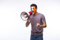 Criez sur le passioné du football irlandais de mégaphone dans le soutien de jeu de la république d'Irlande Photos stock