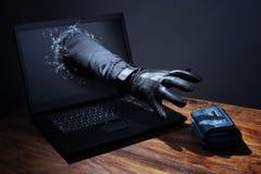 Crime d'Internet et sécurité électronique d'opérations bancaires Image stock