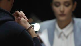Crime de investigação da mulher do detetive e tentativa forçar o criminoso para a confissão vídeos de arquivo