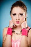 Crime de l'adolescence - fille d'adolescent dans des menottes Photographie stock