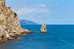 crimea Eenzame rots in het overzees stock afbeelding