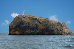 crimea Helgedomen vaggar av utseendet av symbolen av St George Fotografering för Bildbyråer