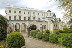 crimea Hemhjälpkyrka av Romanovsen royaltyfri foto