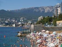 crimea La playa y el Mar Negro costean en Yalta fotos de archivo libres de regalías