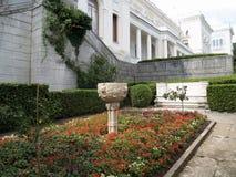 Crimea, Livadiya Dekoracyjna waza w kwiatu łóżku Fotografia Royalty Free