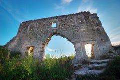 Crimea, ruiny cytadela na odgórnym halnym Mangup Kale Obrazy Royalty Free