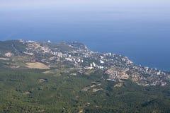 Crimea seglar utmed kusten och Black Sea royaltyfri fotografi