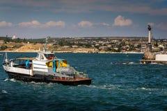 crimea sevastopol gammalt nöjefartyg på havet ukraine arkivfoto
