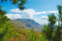 Crimean berg på den soliga sommardagen Royaltyfri Bild