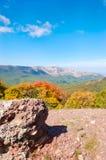Crimean berg på den soliga sommardagen Arkivbilder
