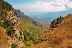 Crimean berg på den soliga sommardagen Fotografering för Bildbyråer