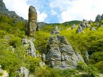 Crimean berg på den soliga sommardagen Arkivfoton