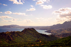 Crimean kust - berg och havet Royaltyfri Foto