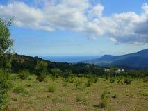 Crimean landskap p? en varm sommardag royaltyfri fotografi