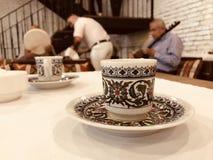 Crimean Tatars spelar traditionell musik på en ny restaurang i Kyiv - UKRAINA arkivfoton