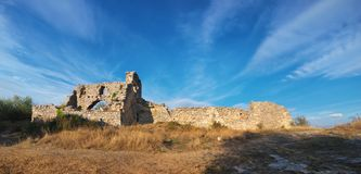 Crimeia, citadela das ruínas na couve superior de Mangup da montanha Fotos de Stock