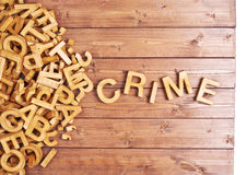 Crimen de la palabra hecho con las letras de madera Imagen de archivo
