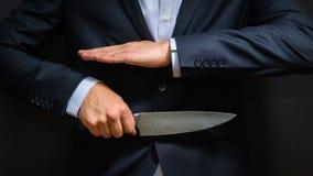 Criminal con el cuchillo grande ocultado Arma fría, robo, homicidio, fotos de archivo libres de regalías