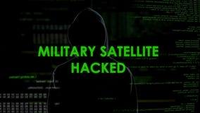 Criminal de ordenador del genio que corta el satélite militar, amenaza de la seguridad nacional almacen de metraje de vídeo
