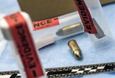 Criminalistic laboratorium, pocisk skorupy analiza, regu?a balistyczny pomiar obrazy royalty free