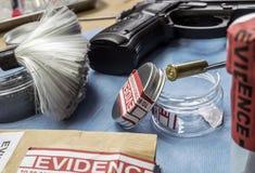 Criminalistisch Laboratorium, Kogelshell analyse stock foto