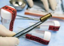 Criminalistisch Laboratorium, Kogelshell analyse, regel van ballistische meting stock afbeeldingen