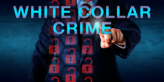 CRIMINE IMPIEGATIZIO di Pressing dell'agente investigativo Onscreen Fotografia Stock Libera da Diritti