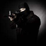 Criminel avec le fusil photo libre de droits