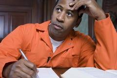 Criminel contemplatif devant le tribunal image libre de droits