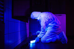 Criminologist collects DNA on place of crime Royalty Free Stock Images