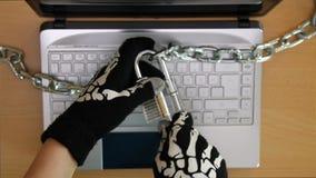 Criminoso do Cyber que rouba segredos vídeos de arquivo