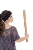 Criminoso latino-americano da mulher com o bastão no branco Imagens de Stock Royalty Free