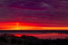 Crimson soluppgång fotografering för bildbyråer