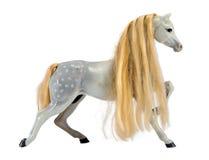 Criniera bionda del cavallo bianco della statua isolata su bianco Immagine Stock