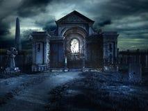 Cripta del cementerio en la noche Foto de archivo libre de regalías