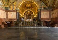 Cripta dentro de la catedral de la basílica en Monte Cassino Abbey Italia Foto de archivo libre de regalías